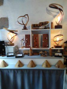 bijoux et sculptures en bois, photo de Roxaneaumonde