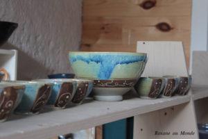Céramique décorée et couleurs vives roxane lashermes